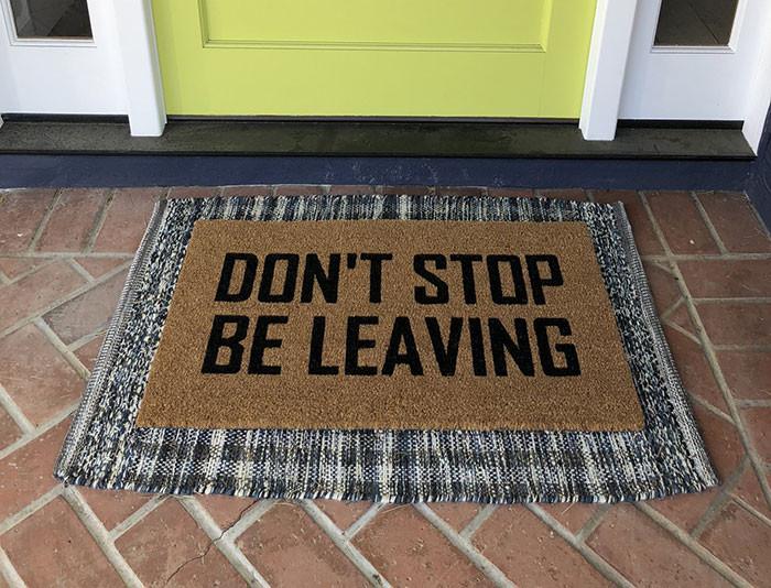 24 прикольных коврика, которые встречают гостей у входной двери
