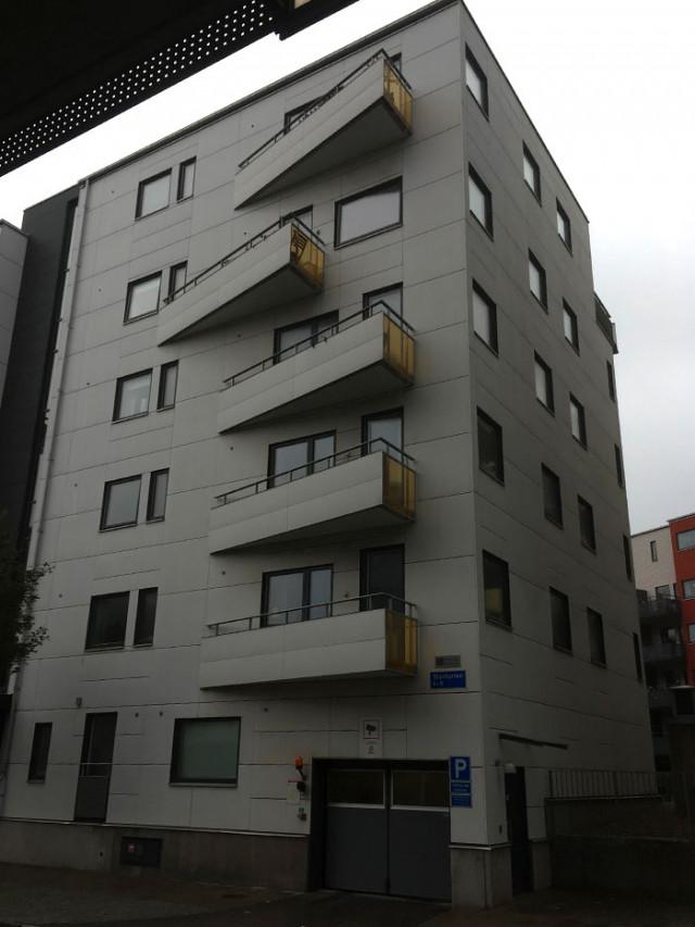 Самые забавные, странные, нелепые и бессмысленные балконы со всего света
