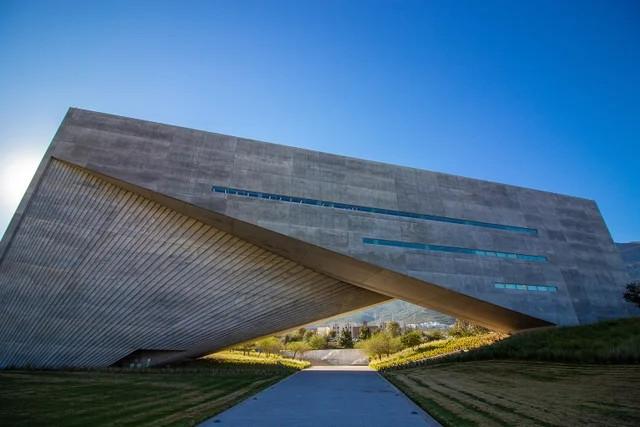 Невероятная архитектура со всего мира (20 фото)