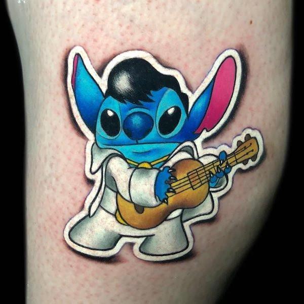 Татуировки, которые можно смело принять за наклейки