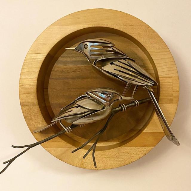 Металлические скульптуры, созданные из старых столовых приборов