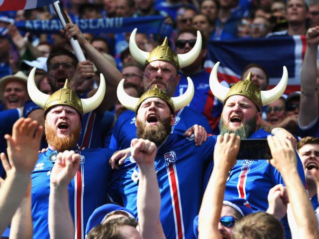 Топ-15 фото с самыми смешными и необычными футбольными болельщиками