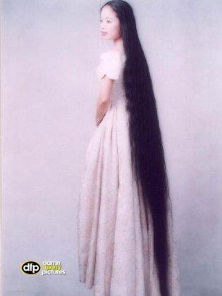 выпускные платья с плиссировкой средней длины