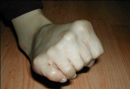 Шесть пальцев или фотошоп?