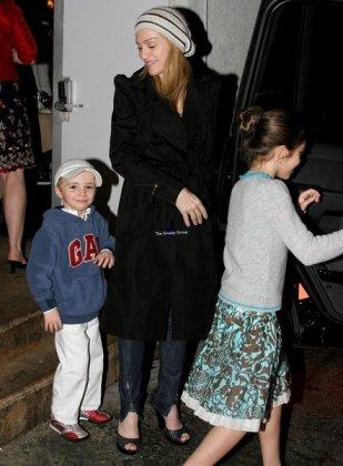 Мадонна с детьми.