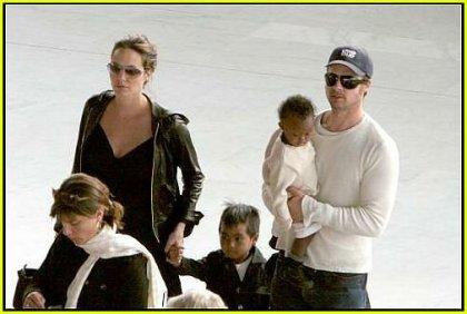 Анджелина Джоли и Брэд Питт с детьми.