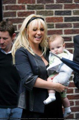 Бритни Спирс вышла с ребёнком