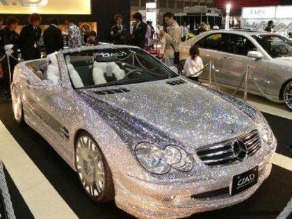 Mercedes покрытый бриллиантами. Элегантно.