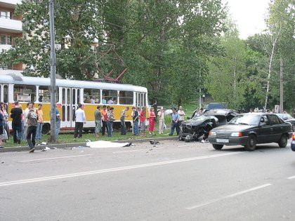 BMW X5 врезался в столб. Водитель погиб. (ужасающие фото)