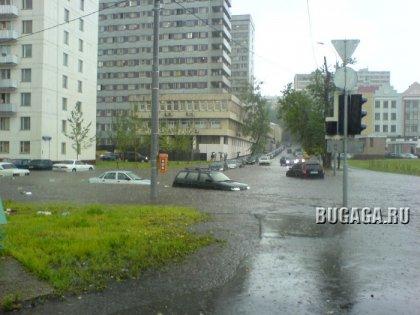 Москва под водой. Сегодняшний дождь стал причиной потопов. (26 июня 2006)