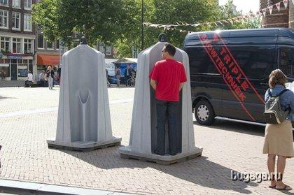 Публичные туалеты в Амстердаме.
