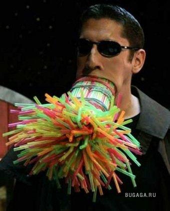 264 трубочки для коктейля во рту! (ФОТО)