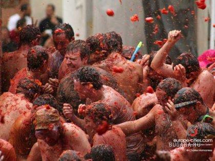 Ежегодный праздник в испанском городке Буньоль