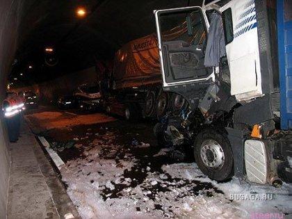 Авария в Хорватии в тоннеле. Жесть.