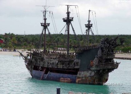 Черная Жемчужина из Пиратов Карибского моря