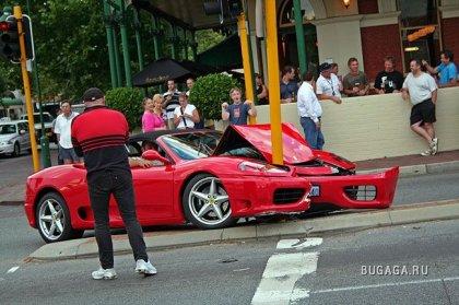 Ferrari и столб (4 фотографии)