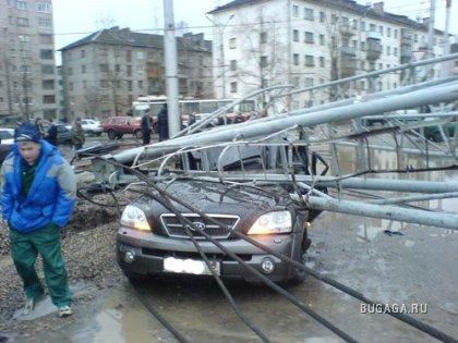 В Великом Новгороде упал кран (
