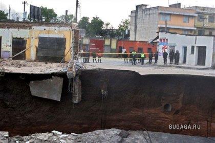 Провал грунта в столице Гватемалы: погибли два человека(ещё ФОТО)