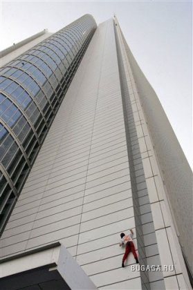 Альпинист Алан Робер покорил еще одну высоту (ФОТО)