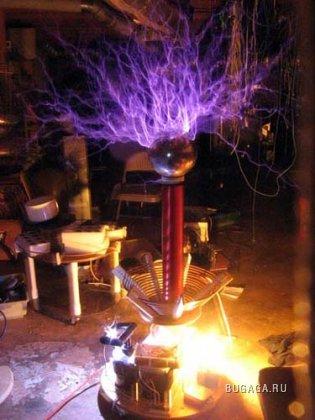 Фотографии высоковольтных экспериментов Tesla.