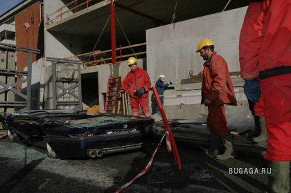 На машинку упали 2 бетонные плиты по 20 т каждая!