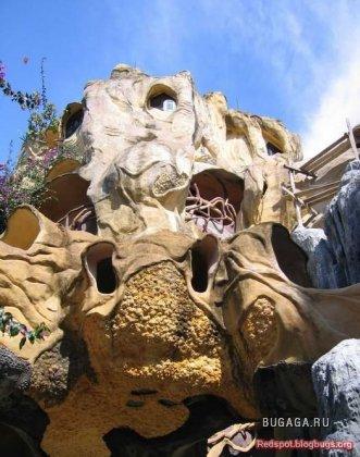 Замок высеченный из камня