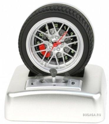 Буксующие часы-колесо