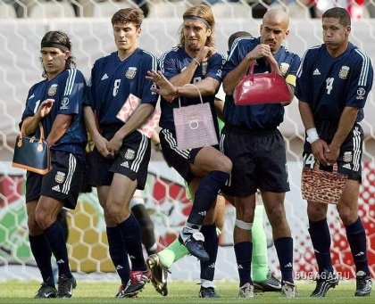 Девушки, а любите ли вы футбол, так как люблю его я??? ))