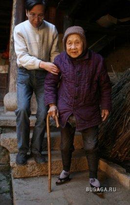 вот так ломают ступни в китае