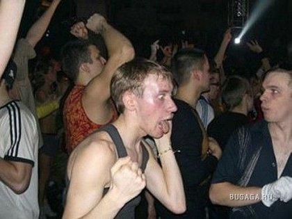 Жаба парнишки на дискотеке
